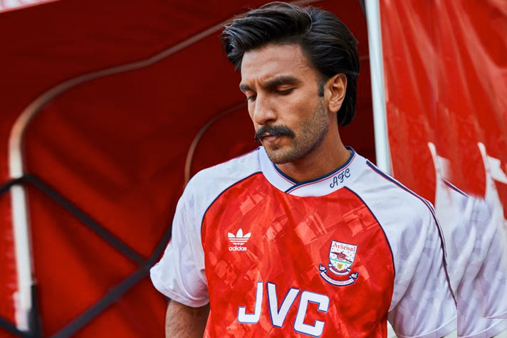 the latest 638fa 5ce84 Ranveer turns up in true Arsenal colours for this brand ...