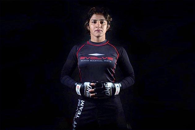 Ritu Phogat,MMA,Ritu Phogat MMA debut,Indian Wrestlers,mixed martial arts