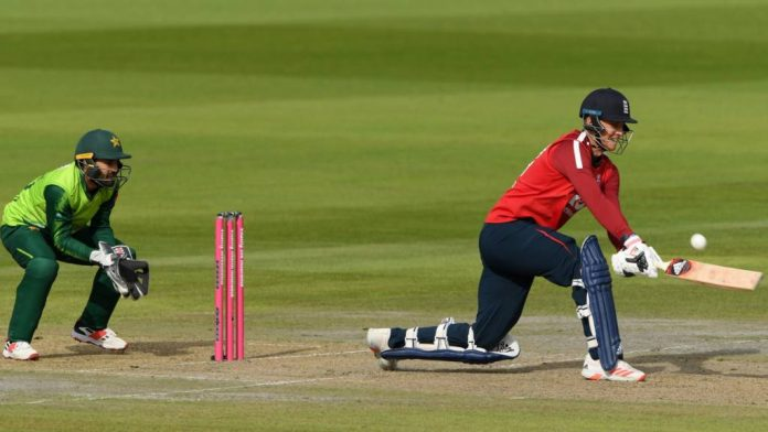Tom Banton played an impressive knock before rain stopped play
